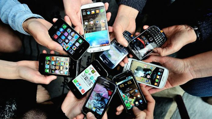 the advantages and disadvantages of mobile phones